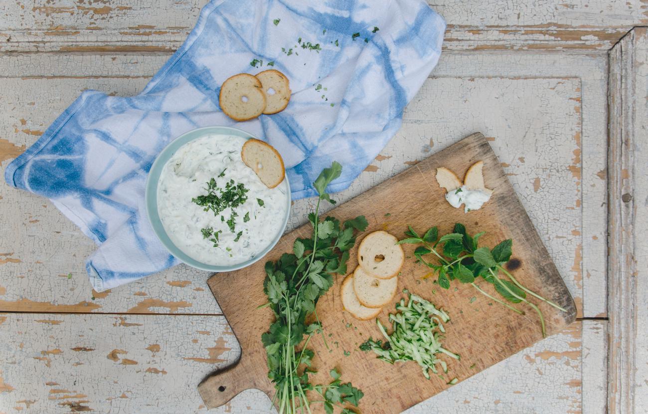 herrlich frischer zucchini kr uter joghurt mit orientalischen gem sepuffern heldamherd. Black Bedroom Furniture Sets. Home Design Ideas