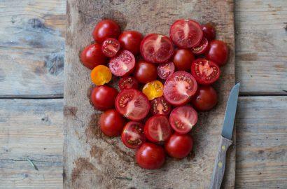 Tomatenherz-Held-am-Herd