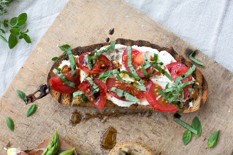 brotzeit-tomate-ricotta-picknick-held-am-herd