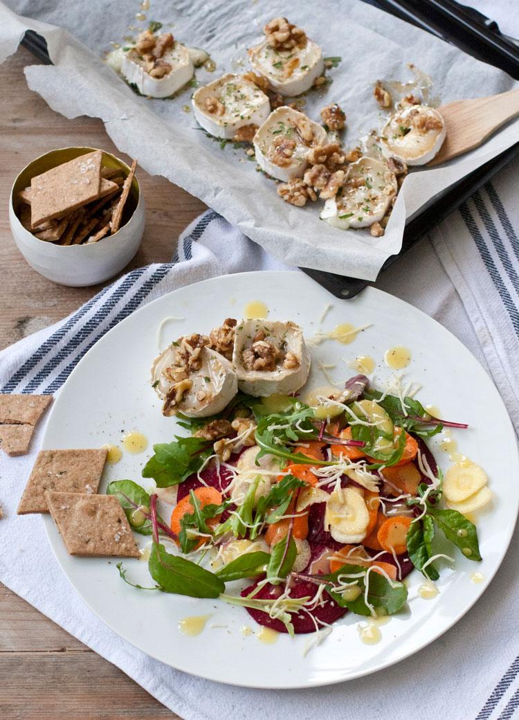 salat-mit-überbackenem-ziegenkäse-held-am-herd